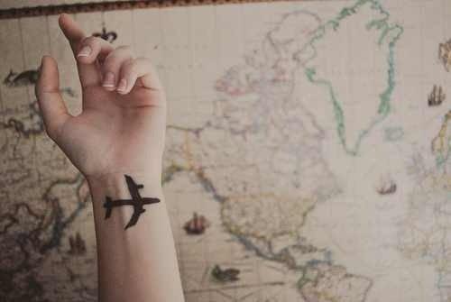 Tatuajes chica alma libre avión