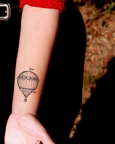 Tatuajes chica alma libre globo