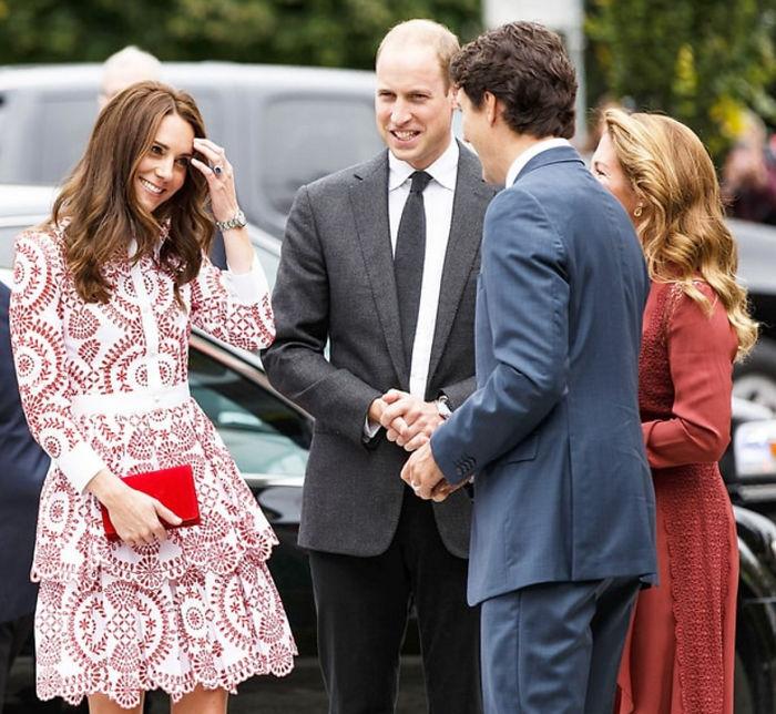 Primer ministro de canadá junto a kate Midelton