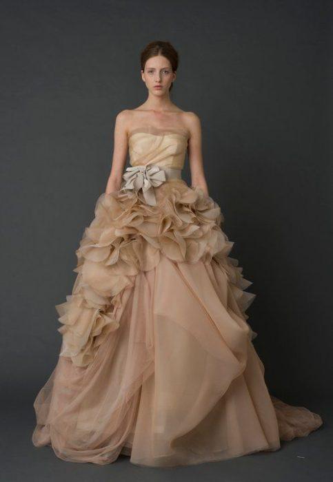 Vestido para novia en tono nude