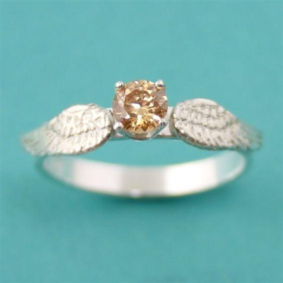 anillo de compromiso snitch dorada