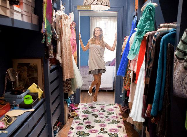 carrie bradshaw limpiando su armario