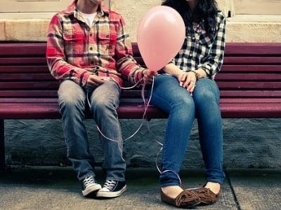 a boy quotes a balloon to the girl