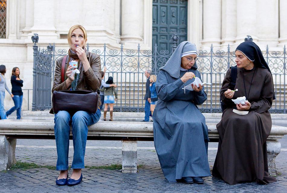 eat pray love julia junto a monjas
