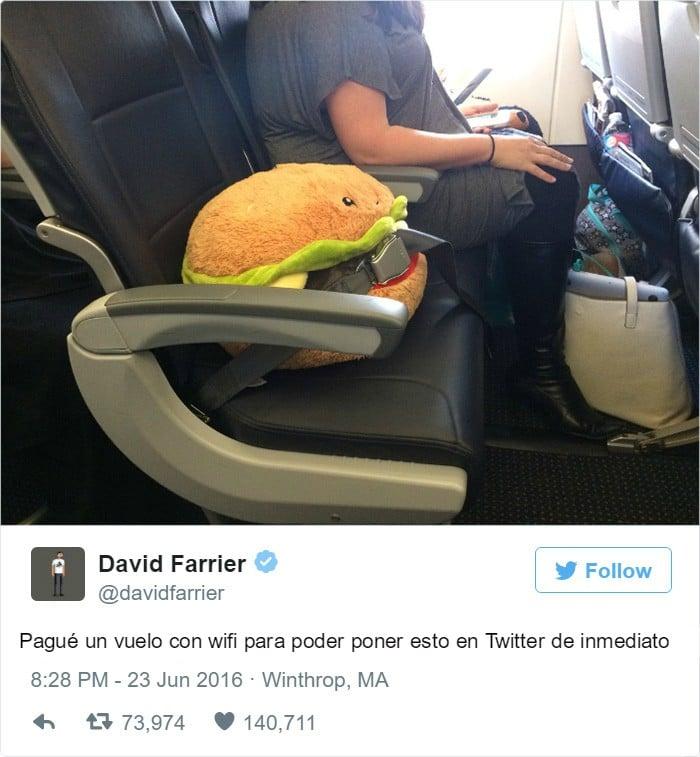 hamburguesa de vacaciones con una chica a lado