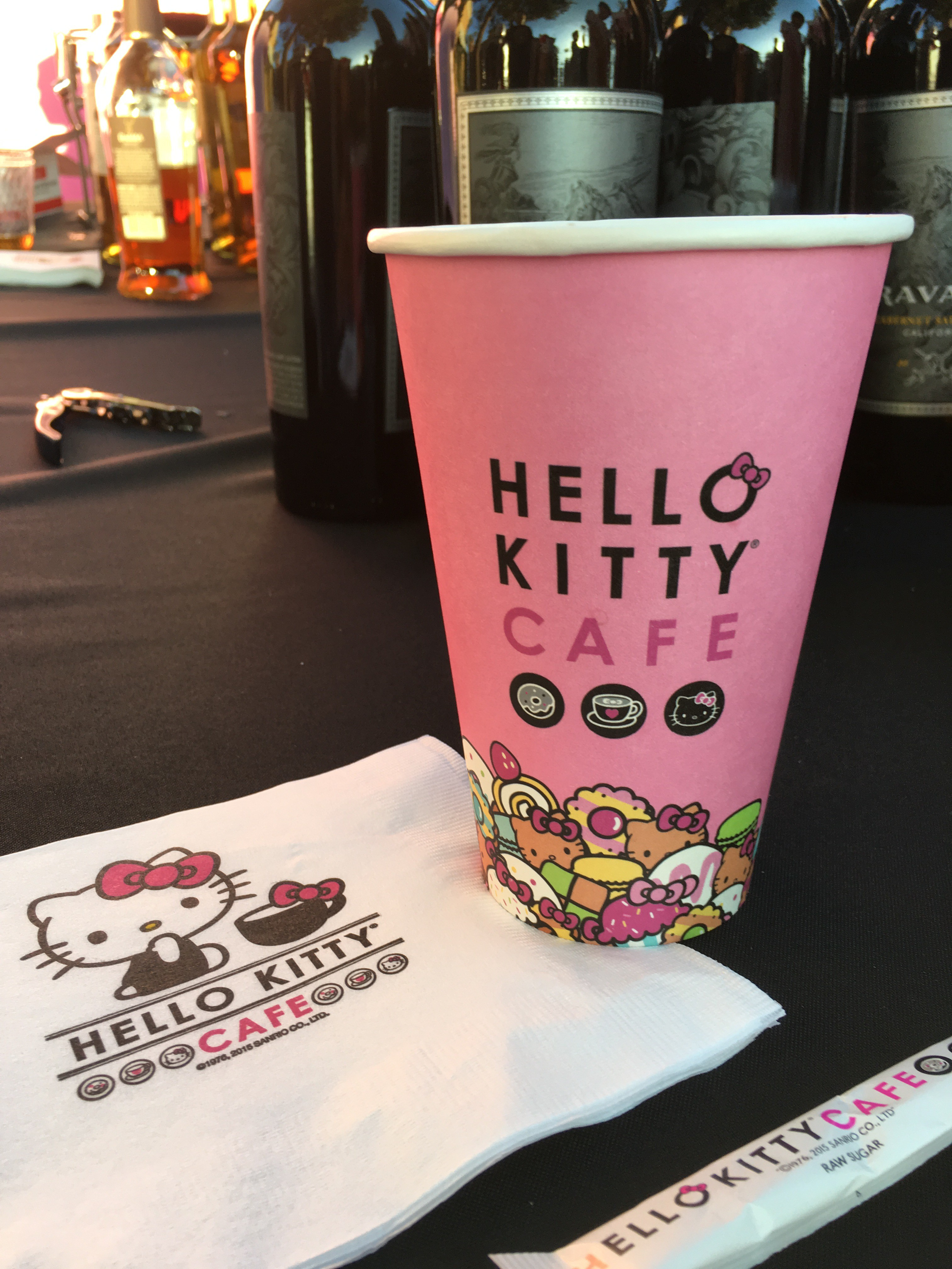 hello kitty cafe vaso