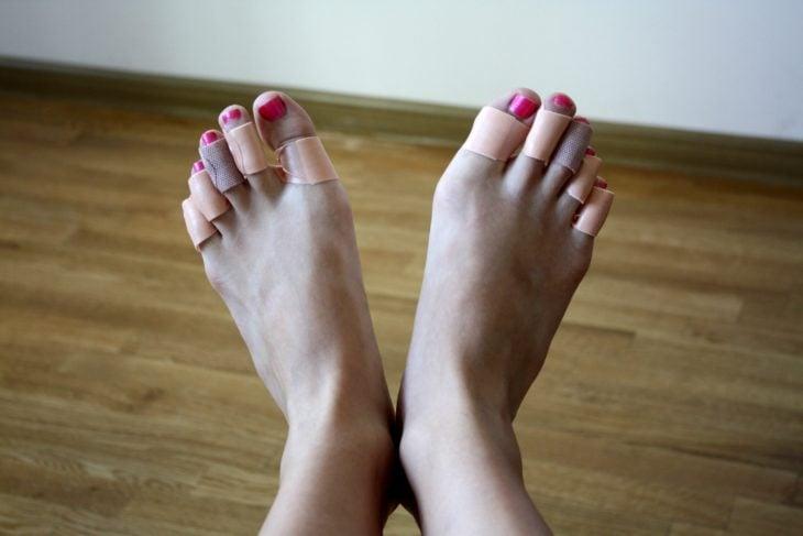 pies con curitas en los pies