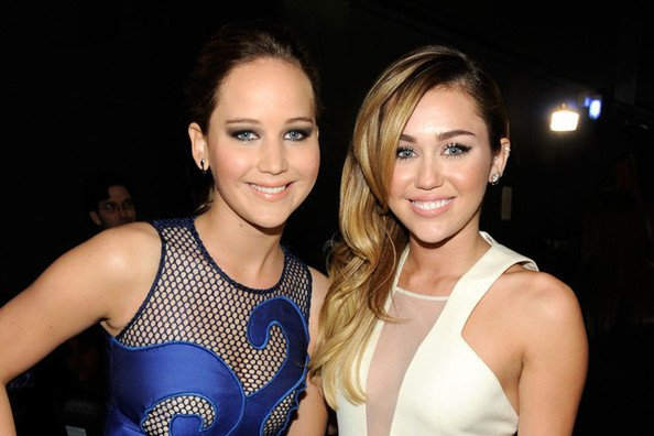 jennifer lawrence y miley cyrus friends
