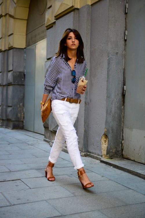 moda fin de semana 2017 pantalón blanco y blusa de cuadros