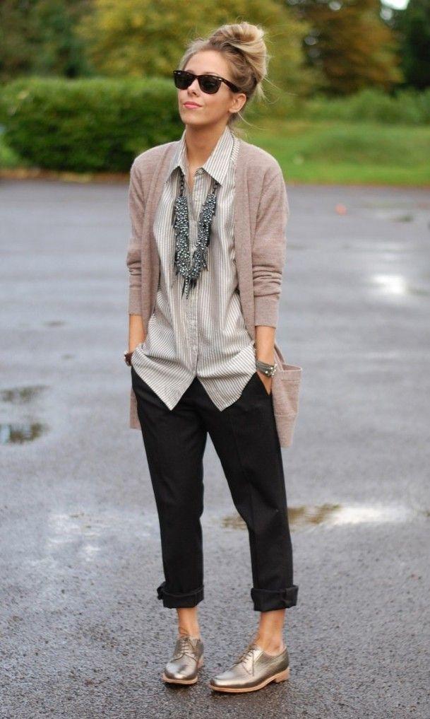 moda fin de semana 2017 blusa beige y suéter palo de rosa
