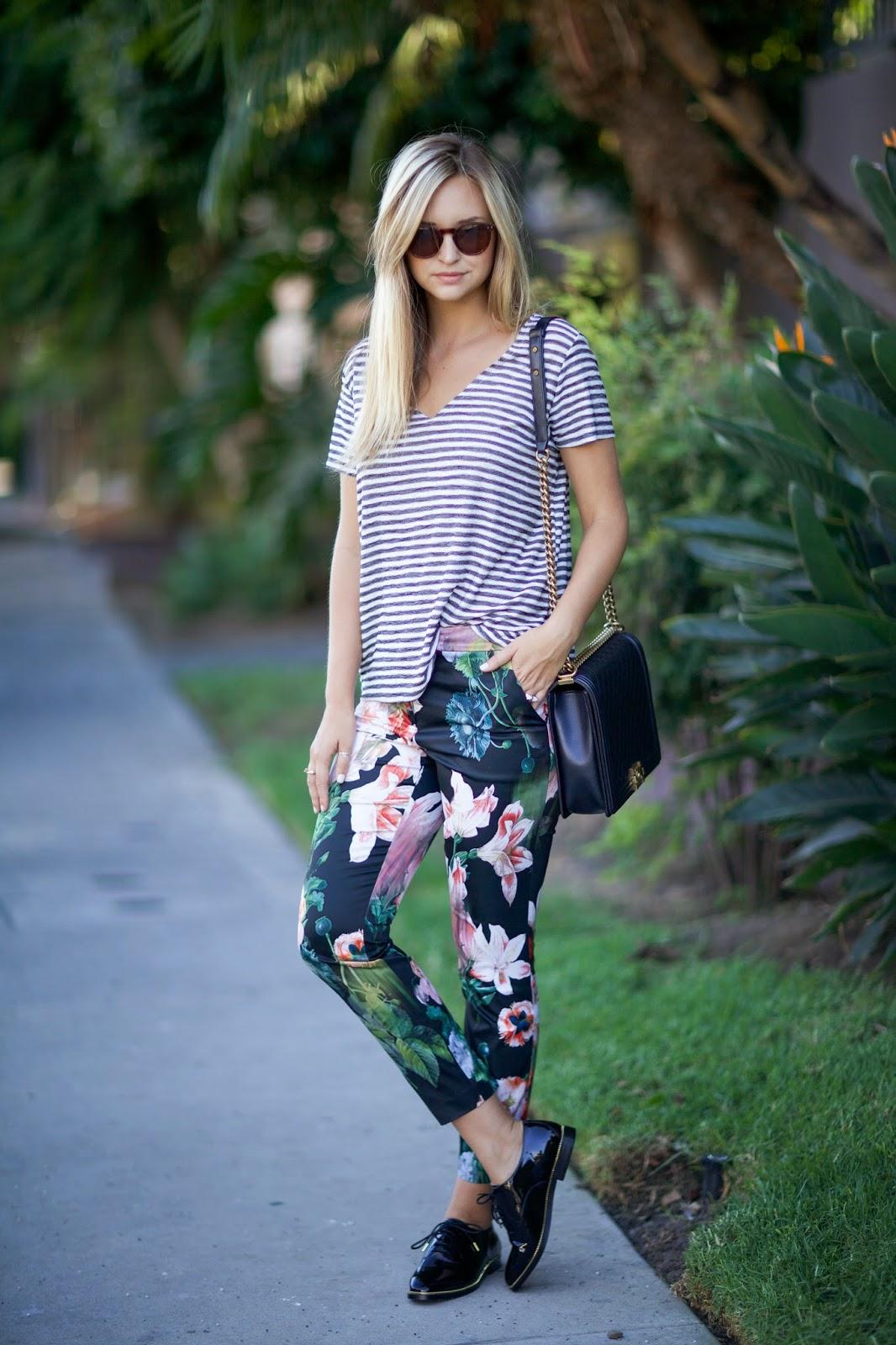 moda fin de semana 2017 blusa a rayas pantalón de flores