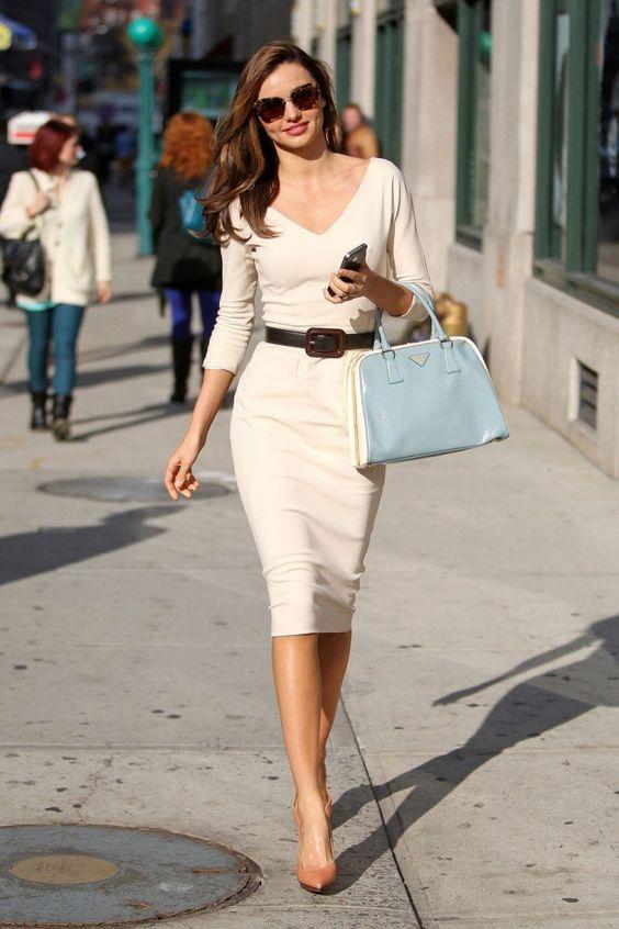 mujer sofisticada y juvenil