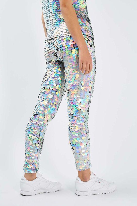 pantalón con escamas de holograma