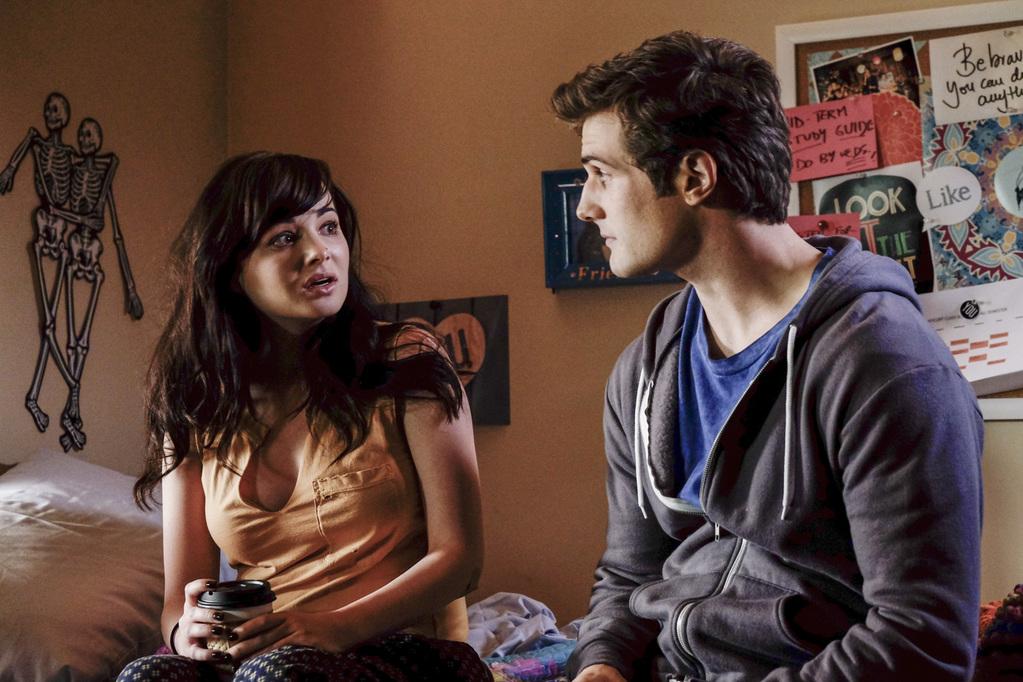 pareja discutiendo mirándose feo