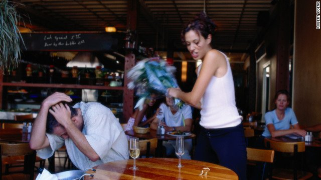 pelea de pareja en un restaurante