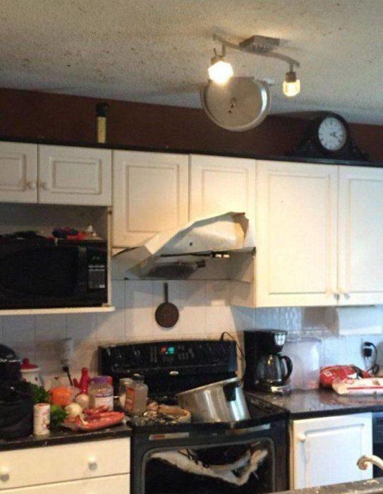 hoya de cocina explotando en cocina
