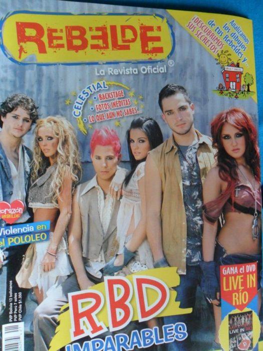 revista con portada de grupo juvenil