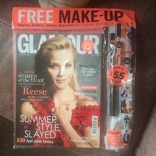 Revista con maquillaje de regalo