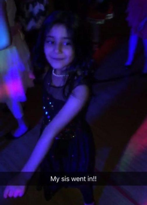 niña bailando en una fiesta