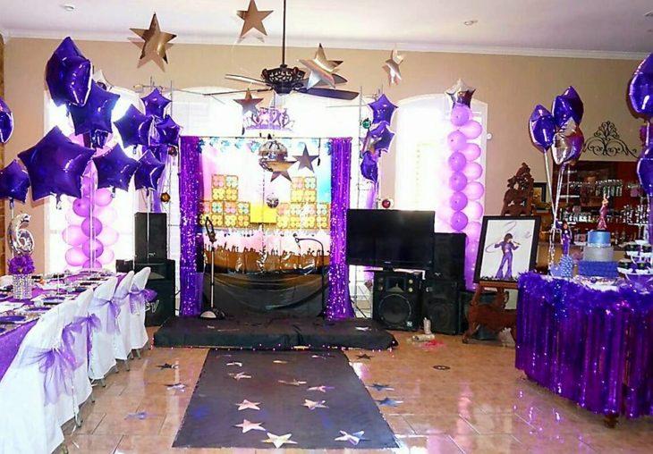casa con decoración de fiesta