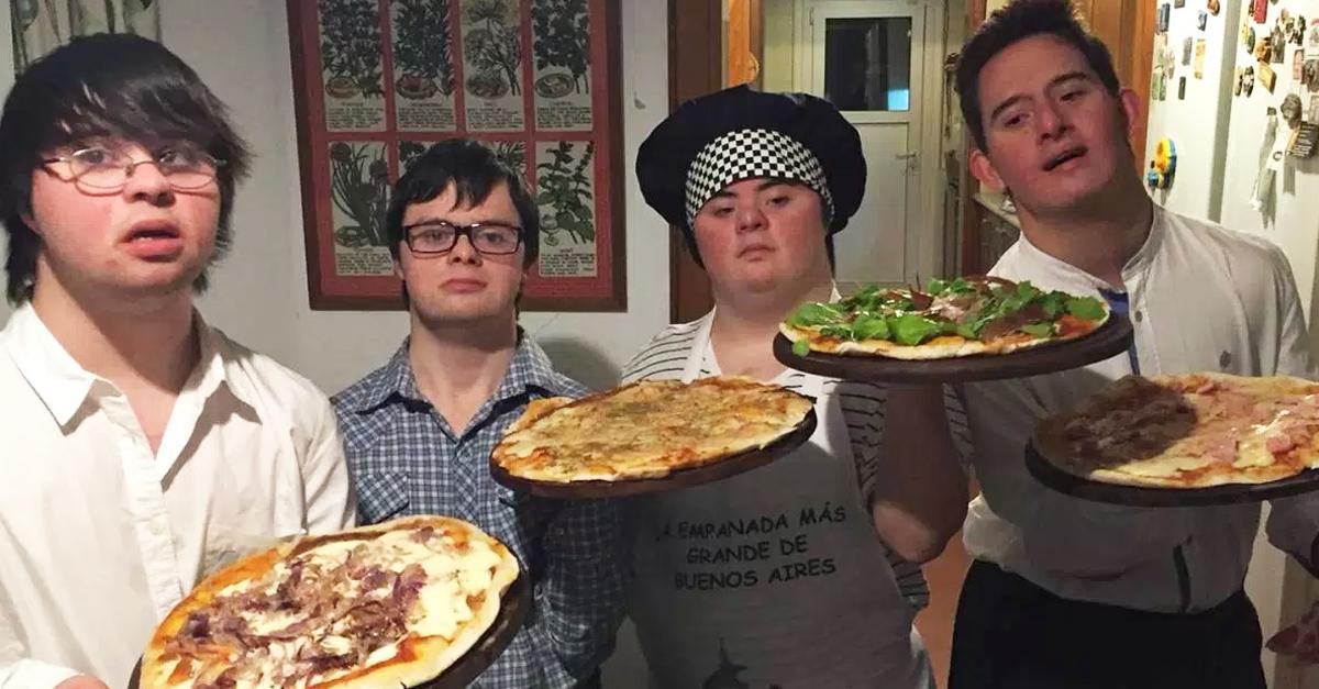 4 Jóvenes con síndrome de Down abren una pizzería a domicilio y es todo un suceso