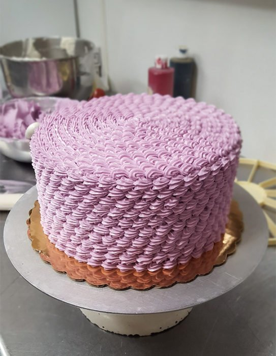 Pastel de color rosa