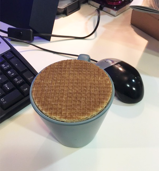 Galleta sobre una taza