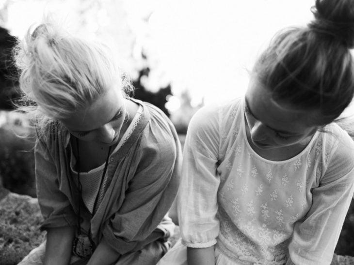 chicas platicando