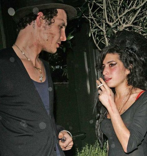 Amy winehouse y su novio Blake