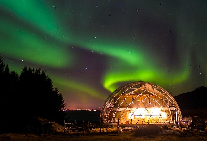 Casa en el círculo ártico construida bajo una cúpula
