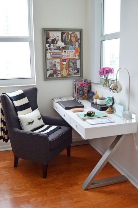 escritorio con sofá