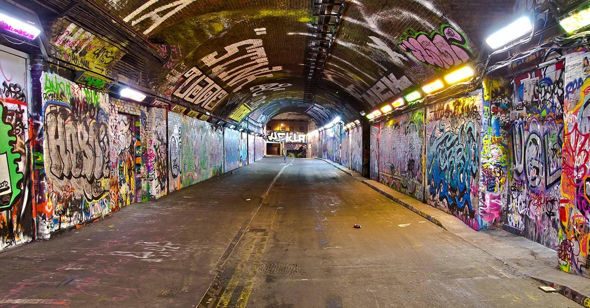 Conoce el túnel en el que está permitido 'graffitear'