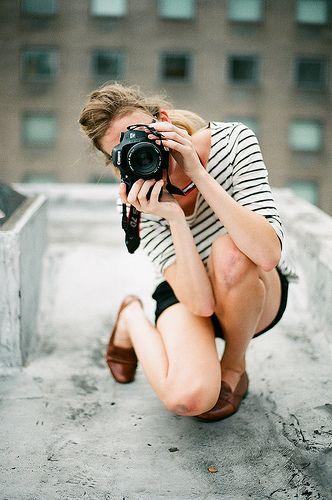 chica tomando fotos