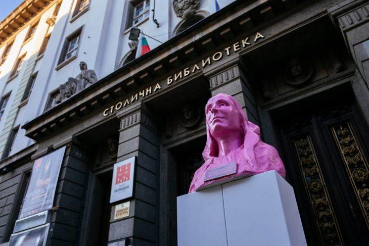 Estatua mujer Sofía