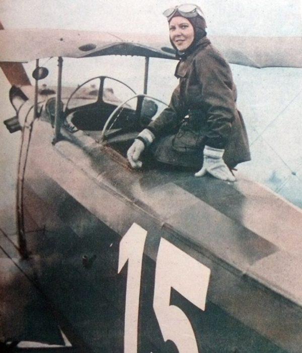 chica piloto armada
