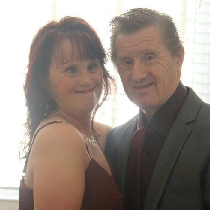 Pareja con Síndrome de Down que tienen 22 años de casados