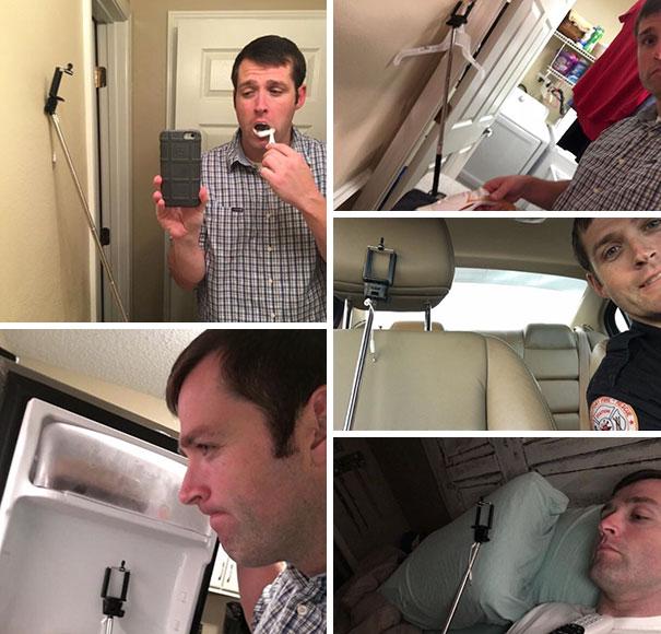 Hombre tomandose fotos con el palo de selfie