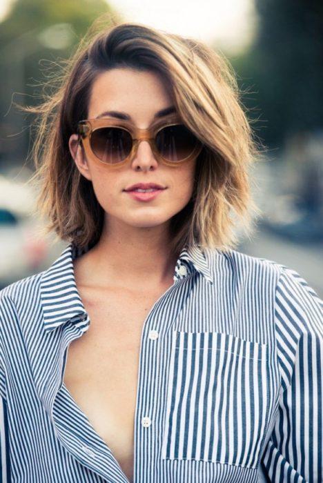 chica cabello corto