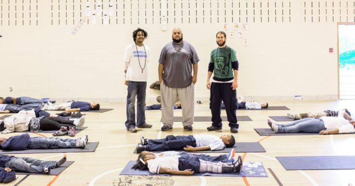 yoga niños castigados