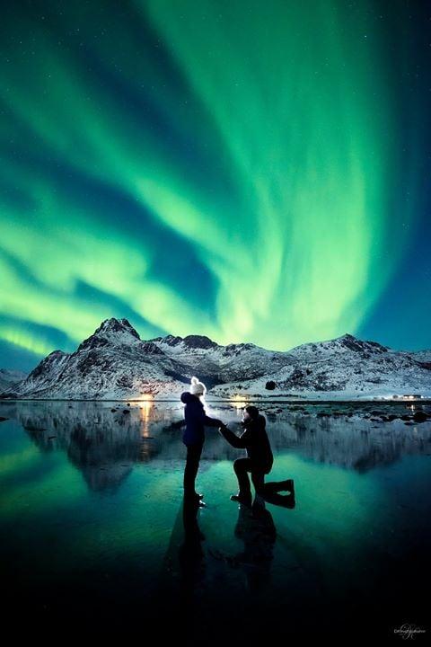 dale y karlie atrás aurora boreal