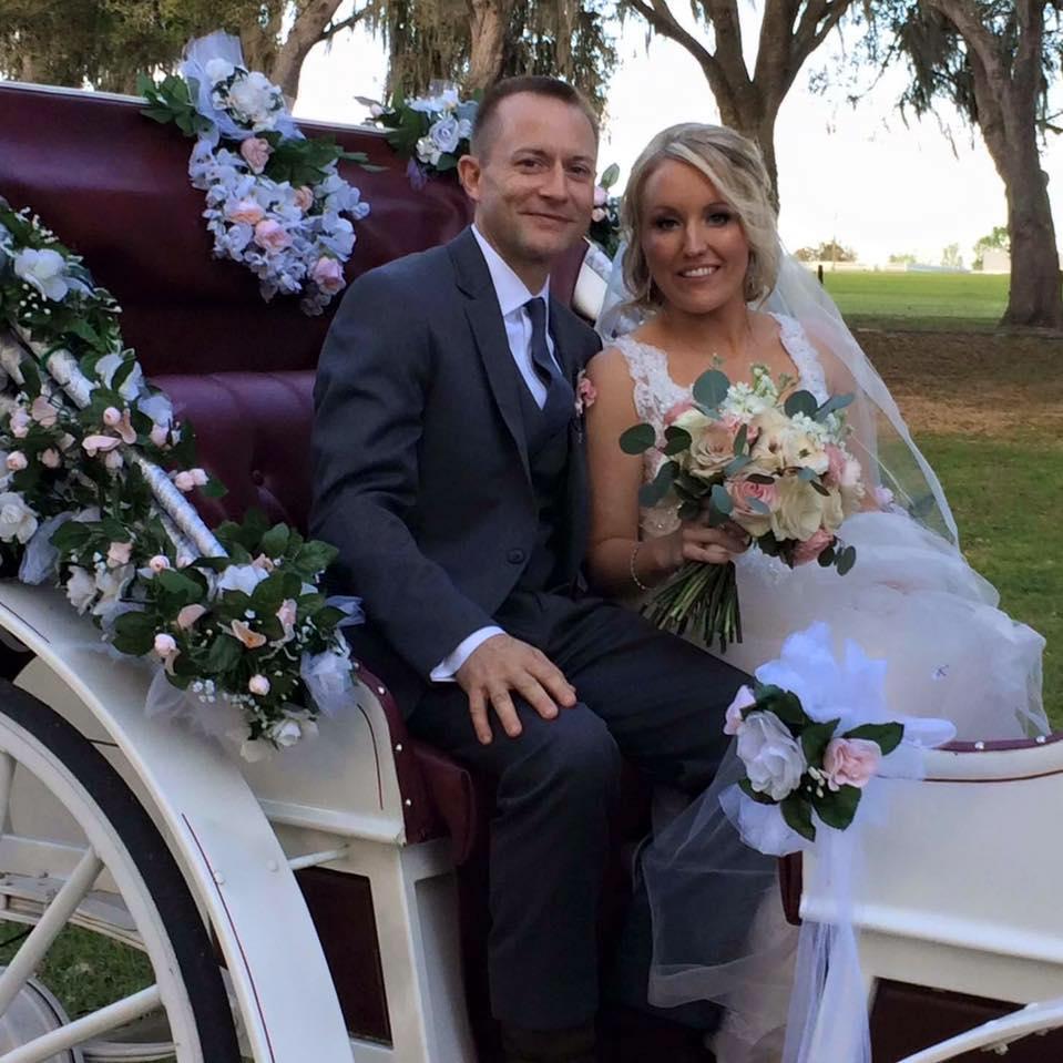 melissa y cameron en su boda