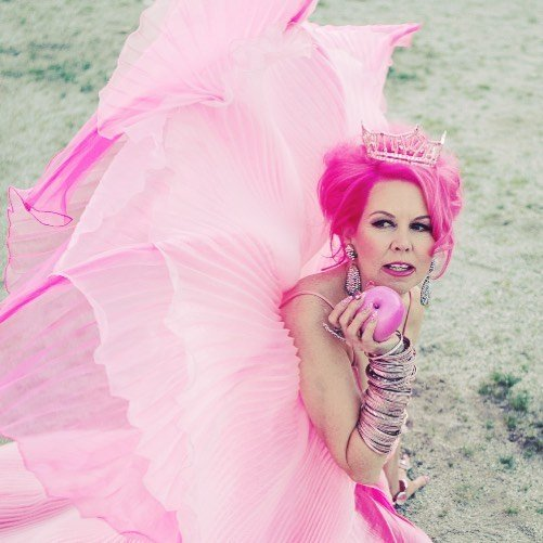 la mujer rosa kitten kay sera