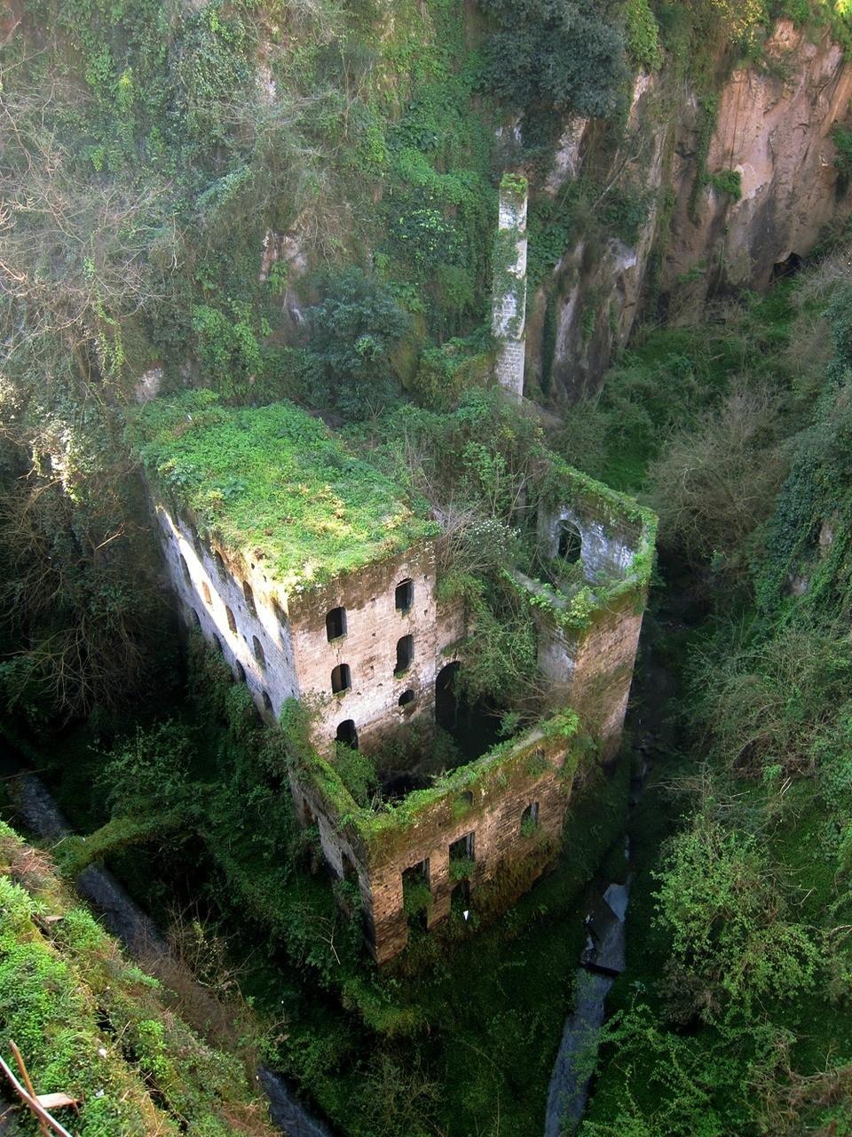 molino abandonado en sorrento italia