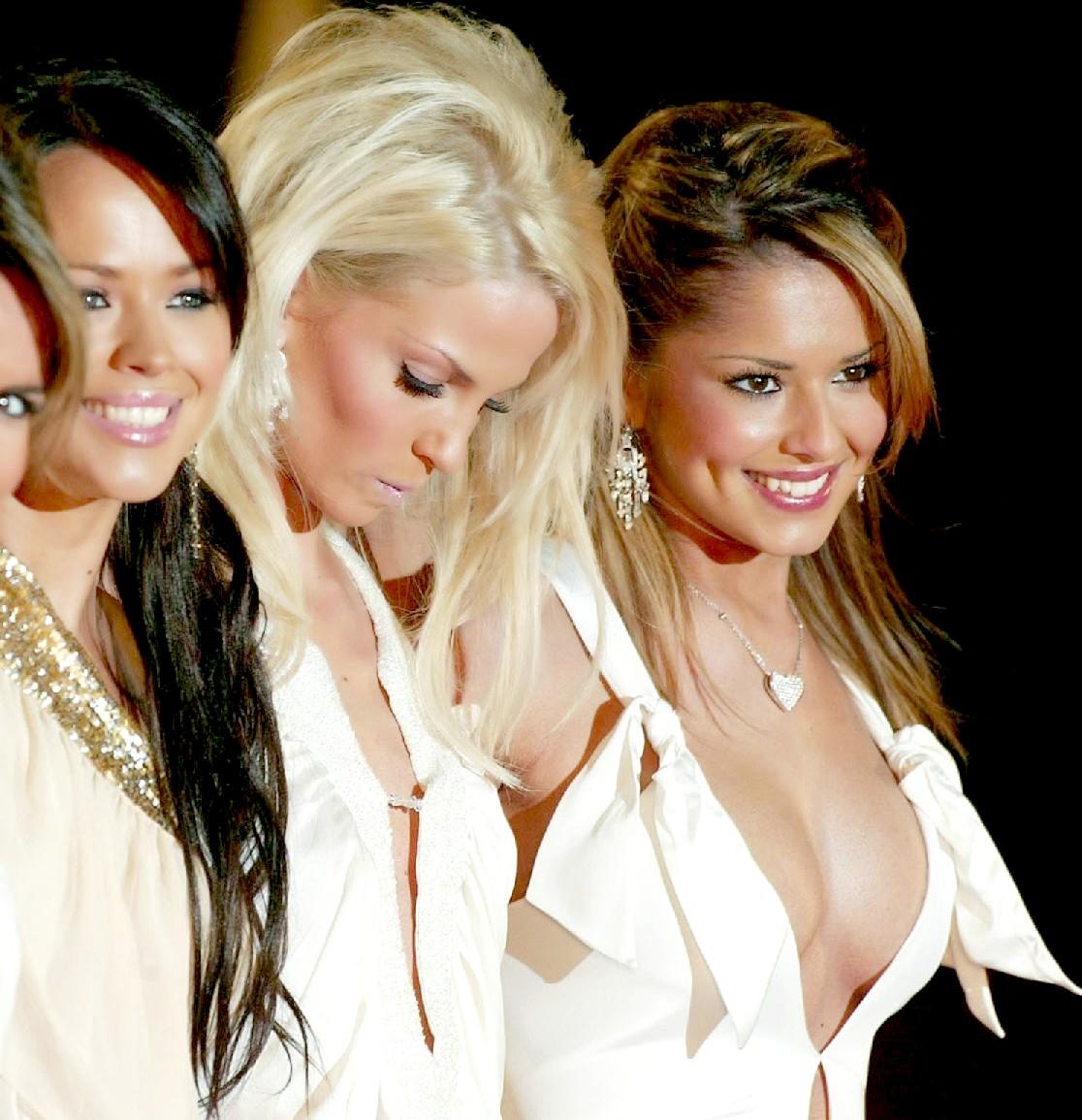 mujere envidia las bubies de otra en concurso de belleza