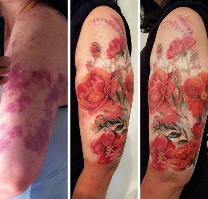 Chica con un tatuaje de flor en la pierna