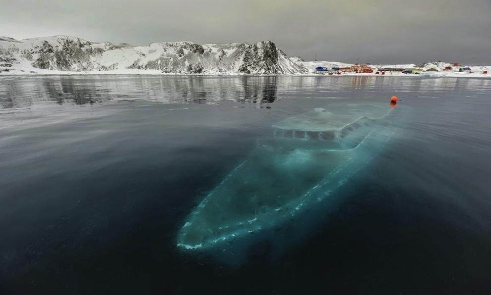 yate hundido en antártica