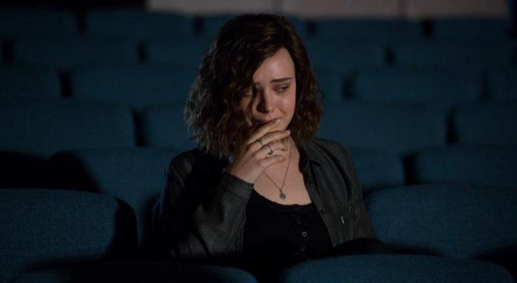 mujer blanca llorando