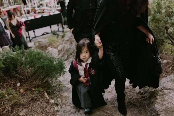 niña vestida de harry potter