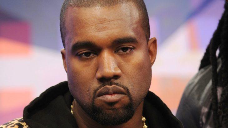 Kanye West con cara seria
