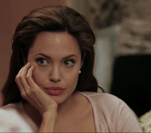 Angelina Jolie con cara de aburrida